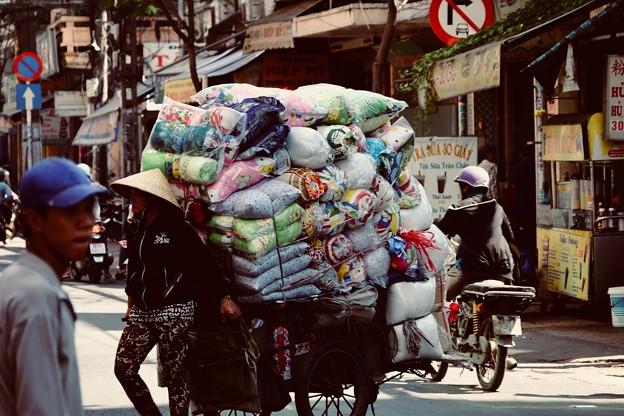 喧騒と土埃-Ho Chi Minh, Viet Nam