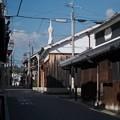 Photos: 古民家の向こうに-大阪府富田林市:寺内町