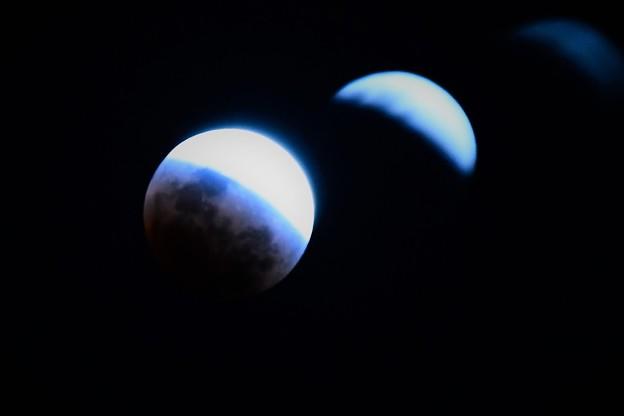写真: 皆既月食 (欠け始め)