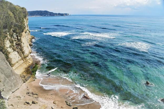 断崖のサーファー