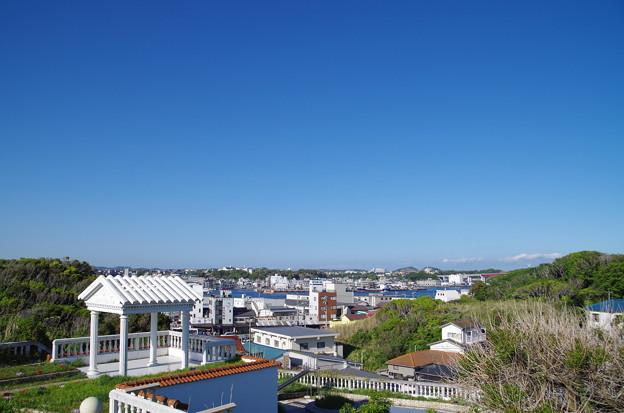 写真: 城ヶ島から三崎港方面