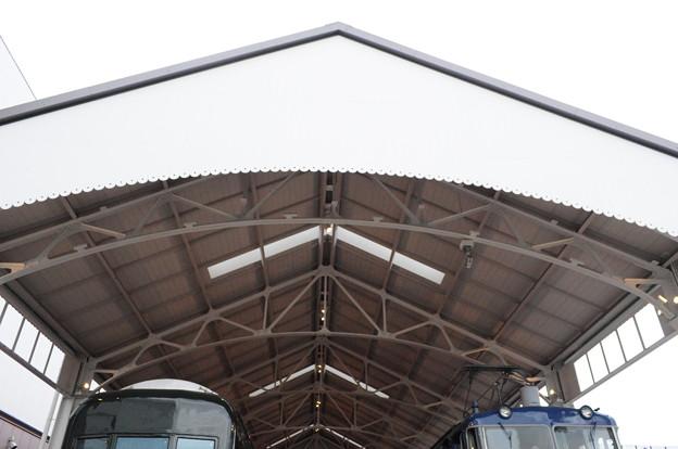 屋根は旧京都駅再利用品
