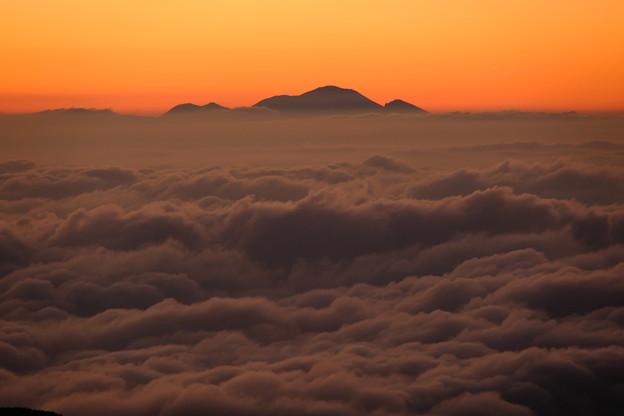 写真: 雲海と浅間山