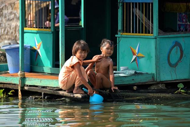 012カンボジア-1 お風呂に入っているの