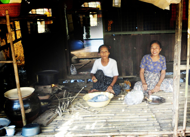 46ミャンマー -3昼食支度
