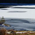 写真: 冬季の御射鹿池