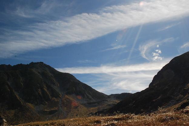 写真: 山間の渡し雲