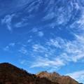 秋空と谷川岳