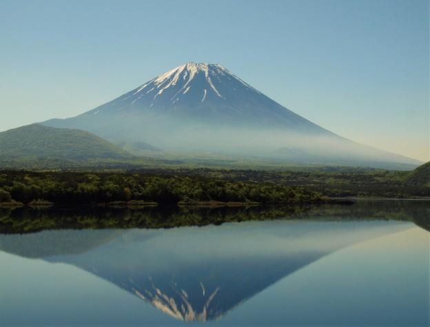 朝靄の中の逆さ富士