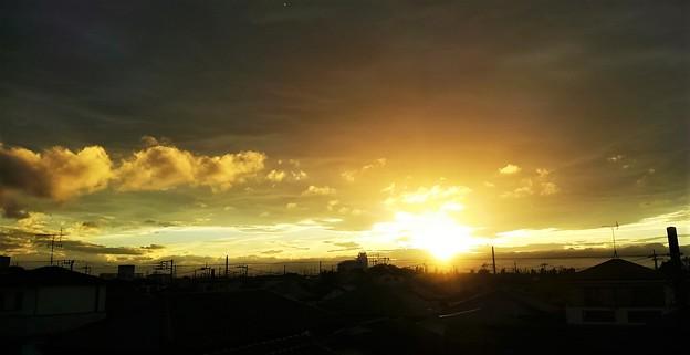 梅雨時の夕日