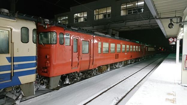 首都圏色(タラコ色)の五能線用キハ48・40