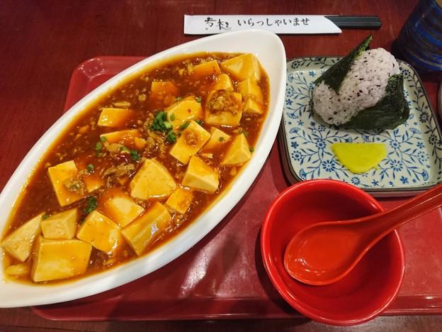 麻婆豆腐に梅おにぎり