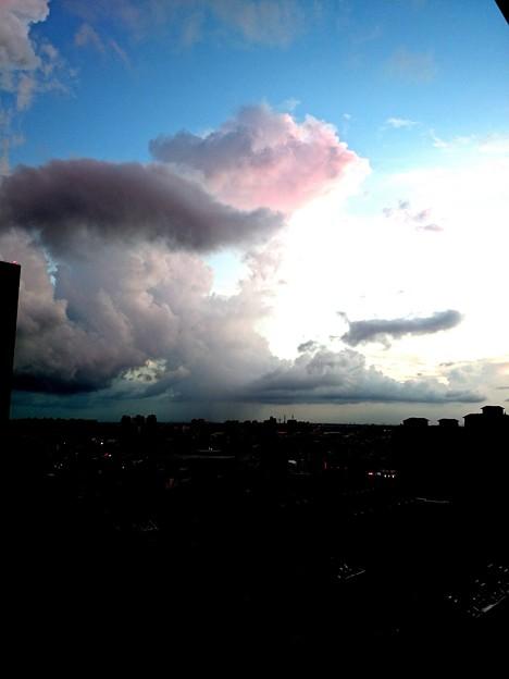 コントラストを効かした夕焼け雲