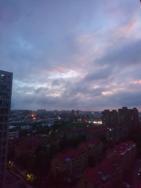 雨上がりの夕焼け少し