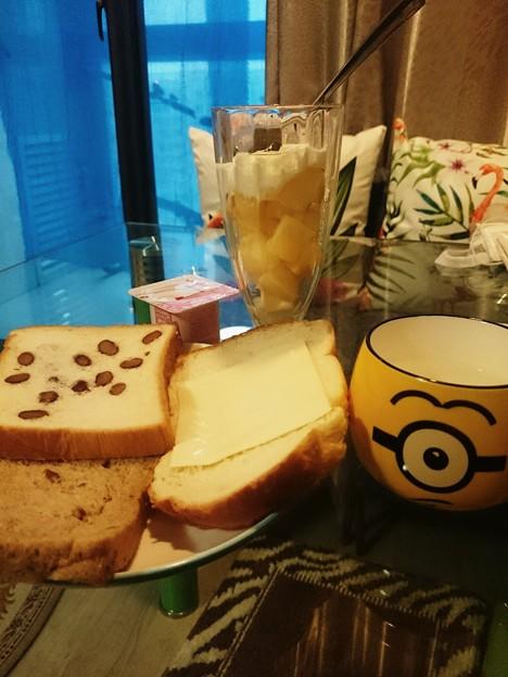 甘くないパンがあった
