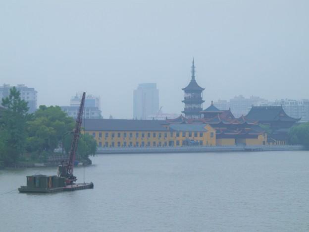 寺院の見える橋