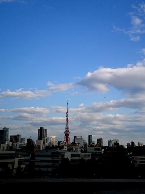 雲とタワー