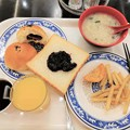 Photos: やっと朝食がレストランで食べられる