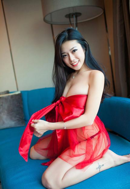 Photos: Singapore-escorts-sexy-boobs
