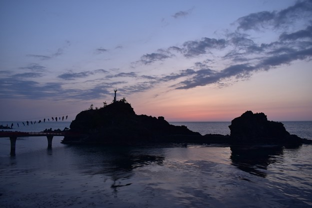 Photos: 夕暮れ時の弁天岩