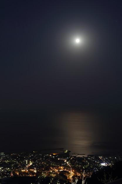 月の光と函館の街