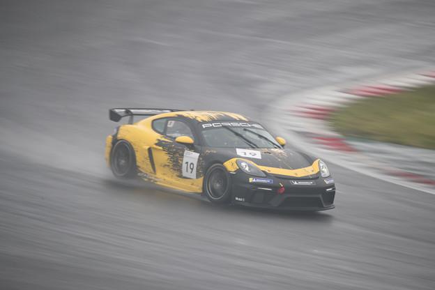 Photos: 雨の中を駆け抜けるスーパーカー!!