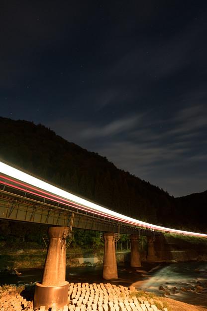 Photos: 夜を走り抜ける