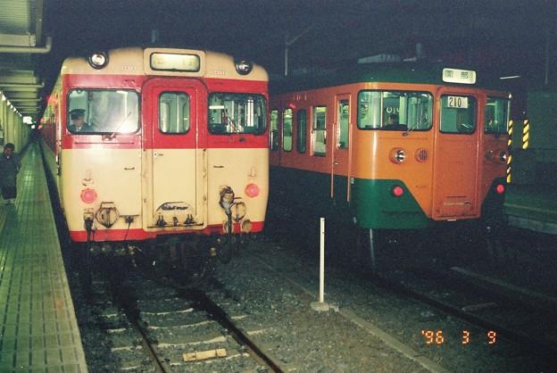 キハ58形と113系
