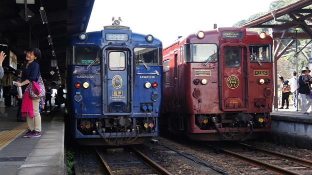 JR九州 キハ47 8087とキハ47 8159