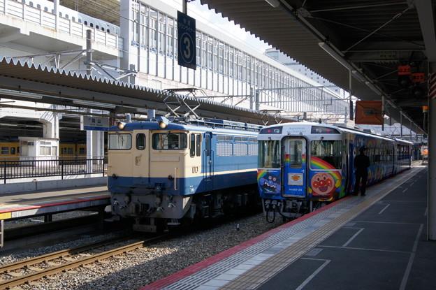 JR西日本 EF65 1128とJR四国 キロ185  26