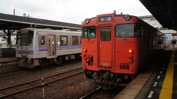 キハ120 10とキハ40 2074