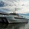 写真: 高速船