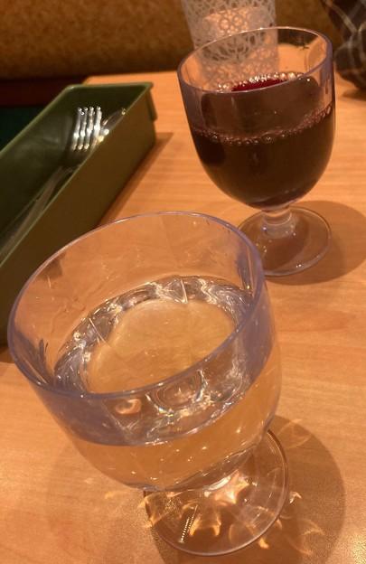 赤と白のワイン