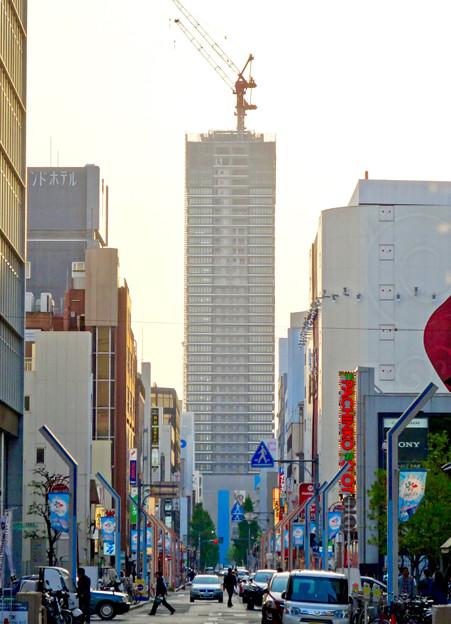 写真: 大津通から見えた建設途中の御園座ビル - 2