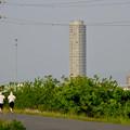写真: 庄内川沿いから見たザ・シーン城北 - 1