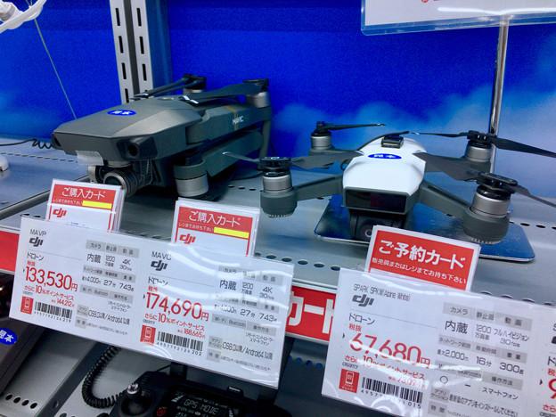 ビックカメラ名古屋駅西店:DJI「Mavic」と「Spark」のモック