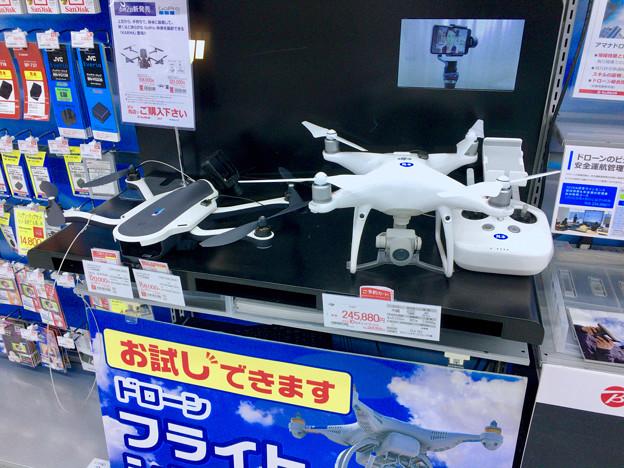 ビックカメラ名古屋駅西店:GoPro「Karma」とDJI「Phantom」のモック