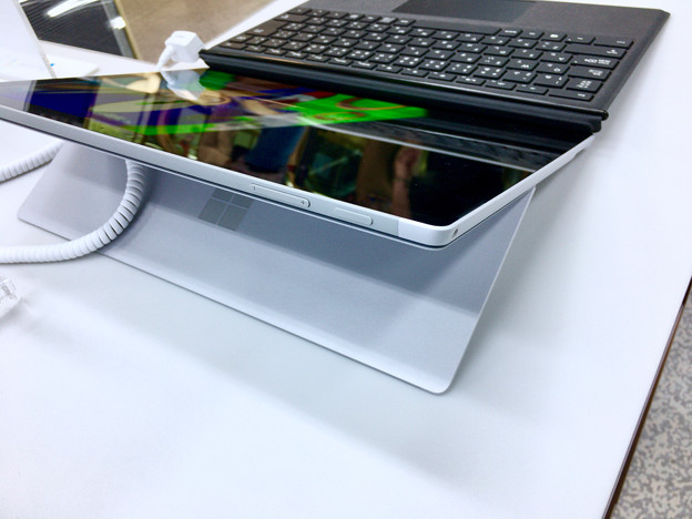 ヨドバシカメラ マルチメディア名古屋松坂屋店で先行展示されてた新しい「Surface Pro」 - 4
