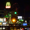 国道19号に架かる歩道橋の上から見た「春日井市民納涼まつり 2017」の花火 - 14
