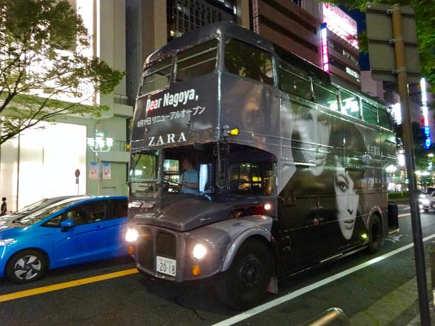 今週(8月19日)オープン予定の「ZARA名古屋店」 - 7:2階建てバス(ロンドンバス)でPR