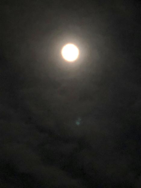 iPhone 8で撮影した皆既月食:欠け始め - 1