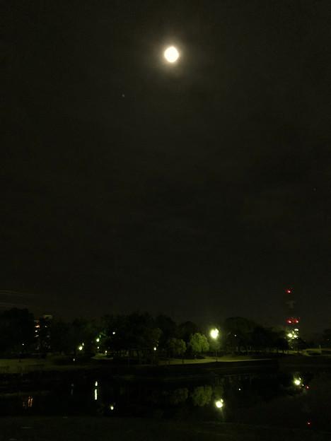 iPhone 8で撮影した皆既月食:欠け始め - 5