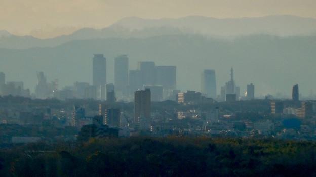 愛・地球博記念公園駅から見えた夕暮れ時の名駅ビル群 - 2