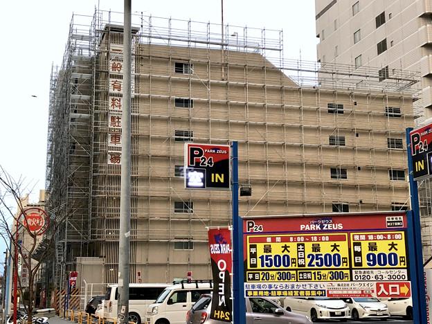 ナディアパーク横の立体駐車場が改装工事中? - 1