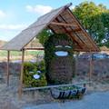 屋根付きになってたモリゾーとキッコロの植え込み像 - 1