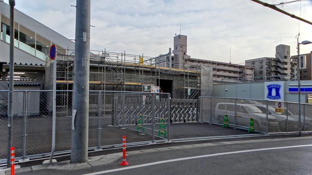 まだかなり工事してた、JR春日井駅北口前(2018年2月14日) - 1:コンビニ横にも建物が
