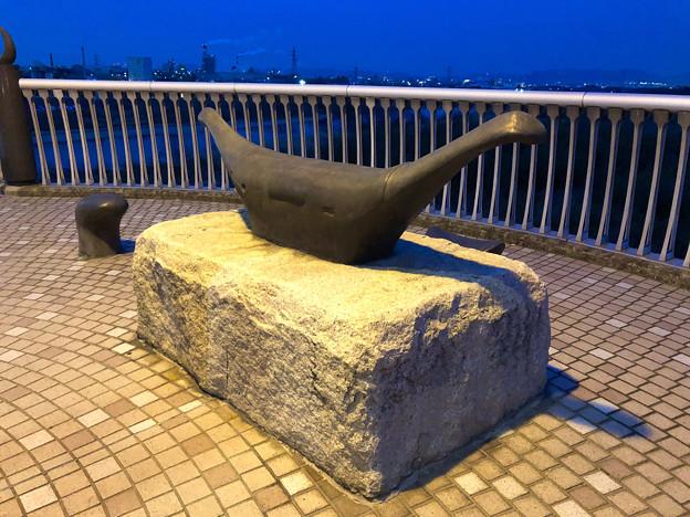 庄内川に架かる橋の名二環横の歩道 - 4:奇妙なオブジェ
