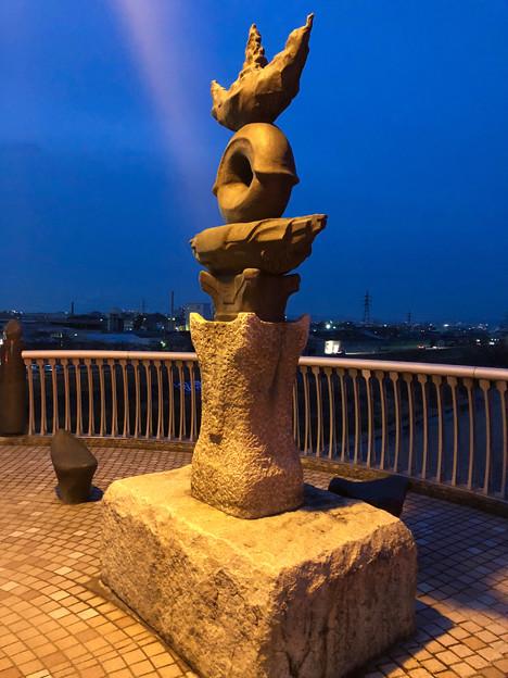 庄内川に架かる橋の名二環横の歩道 - 6:奇妙なオブジェ