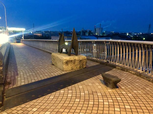 庄内川に架かる橋の名二環横の歩道 - 8:奇妙なオブジェ