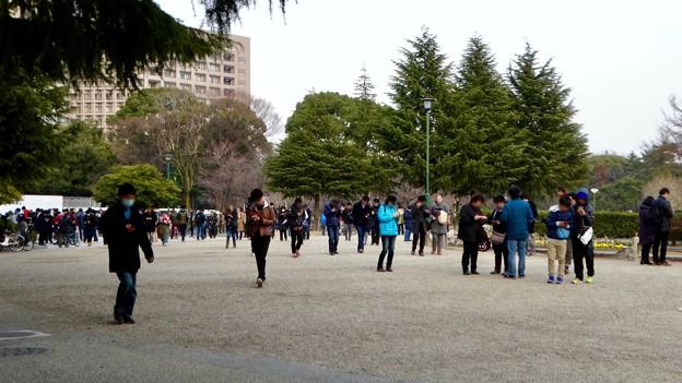 ポケモンGoのイベント「コミュニティデイ」開催でたくさんの人が集まっていた鶴舞公園(2018年2月24日) - 3